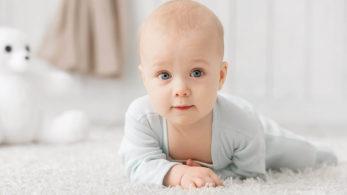 Bébé sur Moquette