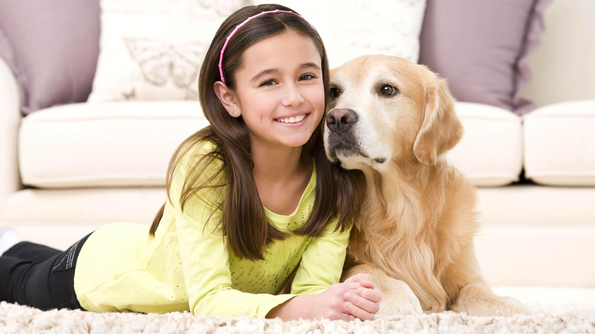 Tapis propre avec fille et chien