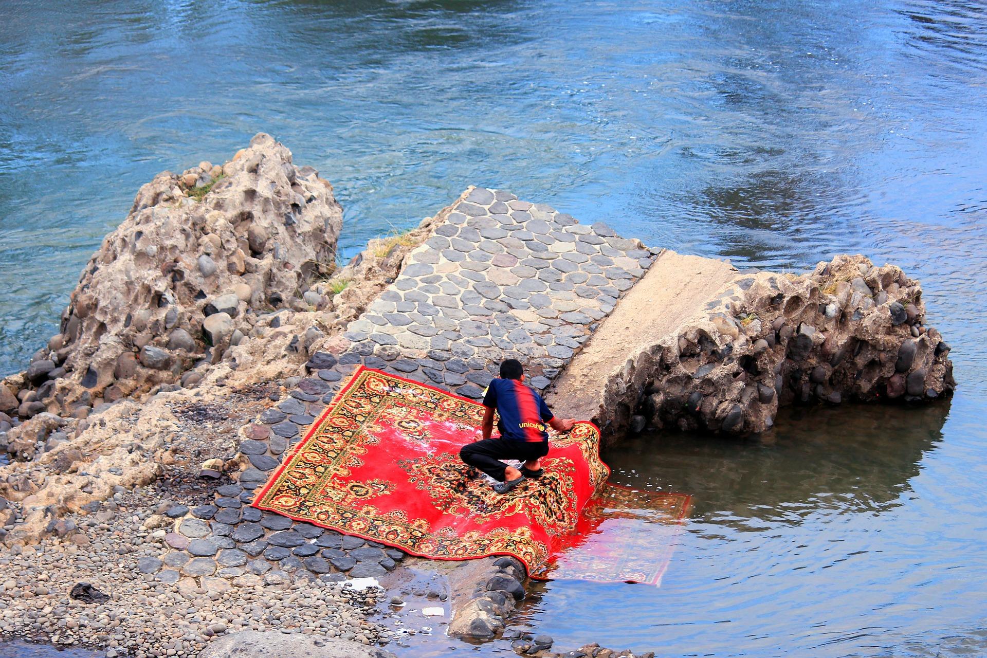 Nettoyage de tapis ancien à la main